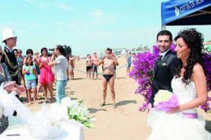 Matrimonio Spiaggia Bibione : Nozze in spiaggia: lignano copia jesolo e bibione soffre cronaca