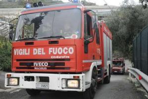 [Incendio in un'abitazione in via Liguria, le fiamme invadono la cucina]