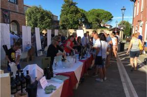 [Wine&Art, molto apprezzato il connubio arte e vino a Caorle]