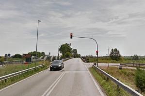 [Nuovo impianto di controllo del traffico nel semaforo del Ponte della Provincia]
