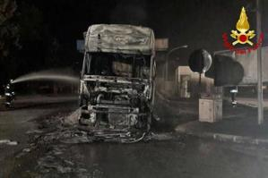 [Camion in fiamme sulla A28]