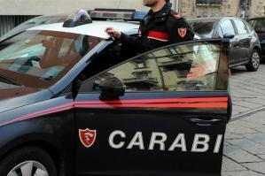 [Ruba la tessera bancomat ad un'anziana e preleva 2mila euro, arrestato un 27enne ]