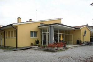 """[Punto tamponi: dai locali della parrocchia di S. Nicolò al Cento """"S. Pertini""""]"""