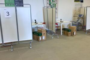 [Nuovo centro vaccinale anti-Covid in un edificio dell'Eastgate Park]