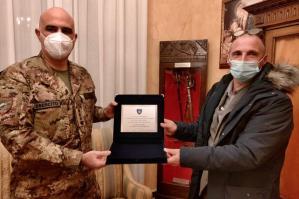 """[La comunità kosovara ringrazia il """"Superga"""" per l'impegno in Kosovo]"""