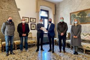 [Portogruaro: consegnate al sindaco oltre 2.500 firme per salvare l'Hospice]