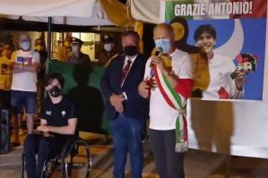 [Bibione festeggia il campione paralimpico Antonio Fantin]